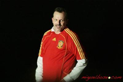 Miguel con la roja